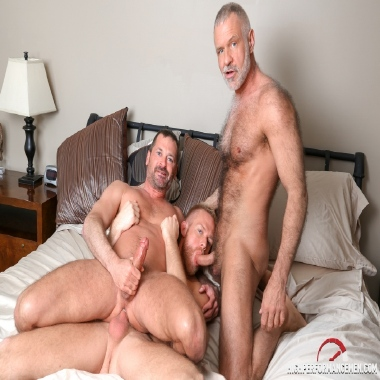 Mature gay 3some