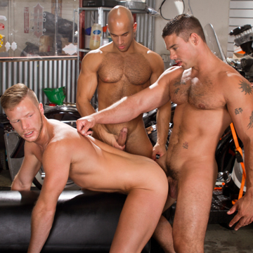 Gay Muscle Threesome